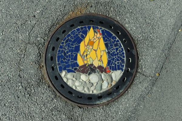 Ogenj, mozaik, 2016, Liparjeva cesta 39, Mengeš