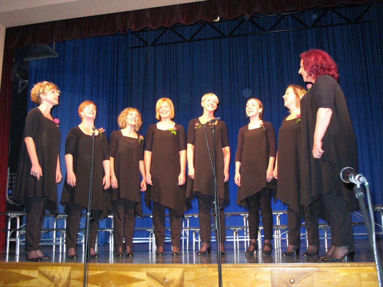 male pevske skupine (62)